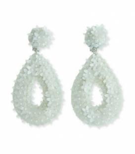Witte oorclips met druppelvorming hanger met kraaltjes