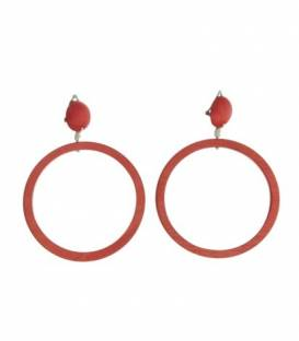 Rode oorclips met ronde houten hanger